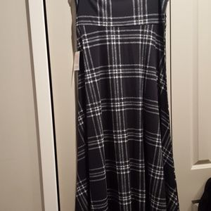 2xl black with white plaid maxi skirt